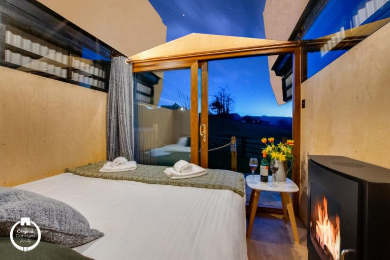 sky-hut_Nightime-Bedroom-roof