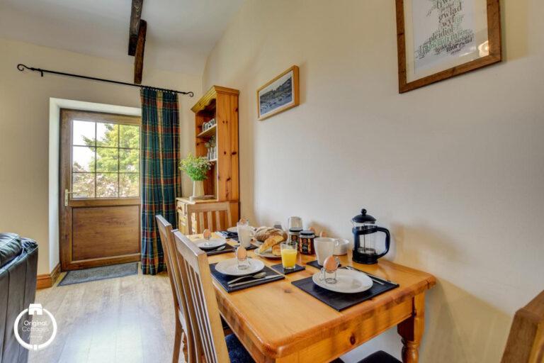 cwmcoedog_cottage__03-derwen-dining