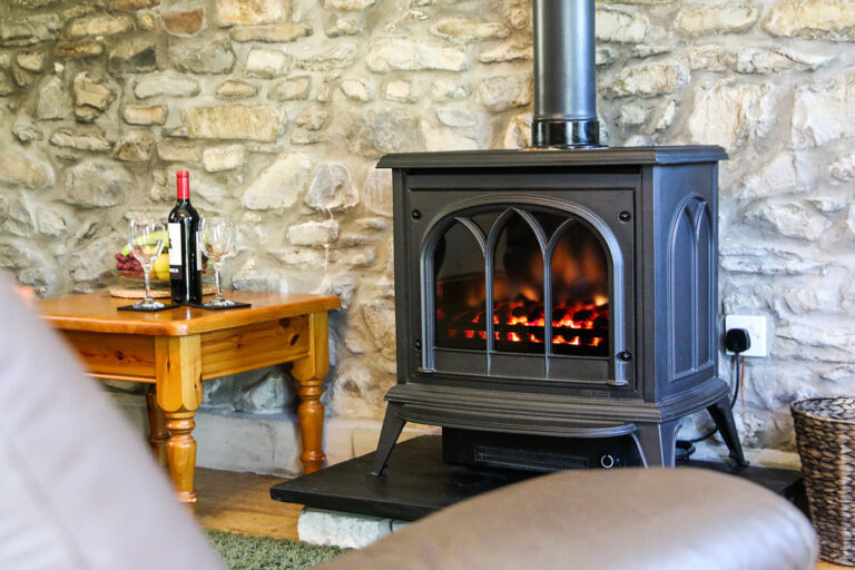 cwmcoedog_cottage__14-derwen-fireplace