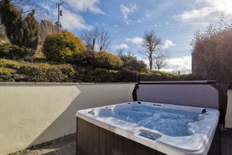 derwen_hot-tub